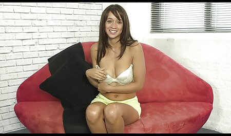 छात्रा ने अपने पहले सेक्सी मूवी वीडियो में सेक्सी गुदा के लिए उठाया