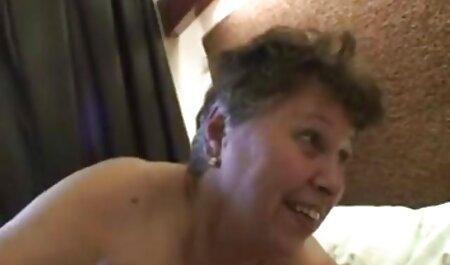 उत्साहित किशोर उसके नए गुलाबी थरथानेवाला एक्स एक्स एक्स वीडियो एचडी मूवी के साथ cums