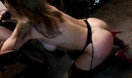 सीएल दिखाता है कि एक बड़े वीनर को कैसे फुल सेक्सी मूवी वीडियो में चूसना है
