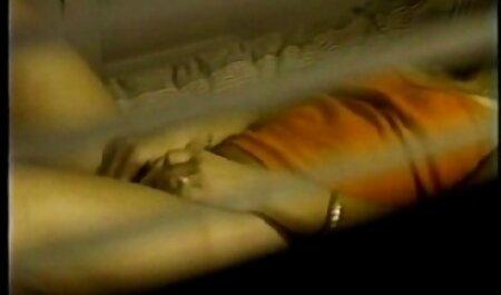 कास्टिंग नौसिखिया डेस्क पर मिडगेट एजेंट को चूसता सेक्सी मूवी हिंदी फिल्म है
