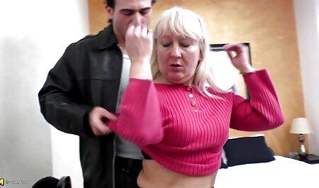 बस्टी सेक्सी वीडियो फुल मूवी हिंदी मिल्फ seduces रूम सर्विस बॉय
